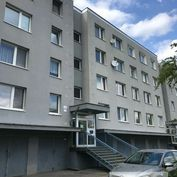 5 izb. byt s obrovskou loggiou v pôvodnom stave, tiché prostredie