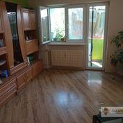 Predávame  veľký 4 - izbový byt  s balkónom v Komárne