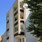 !PREDANÉ! 4 - izbový byt v historickom centre Trnavy s parkovaním