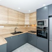 Na predaj kvalitne zrekonštruovaný 4 izbový byt na ulici Krakovská, Košice - Juh