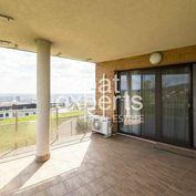 Priestranný, slnečný  4i byt 150m2, 2x terasa, parkovanie,  Lopúchova