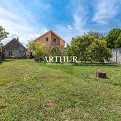 ARTHUR - VIACGENERAČNÝ  RODINNÝ DOM s veľkou ovocnou záhradou, vhodný aj na podnikanie