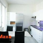 Trojizbový podkrovný byt na námestí v Senici
