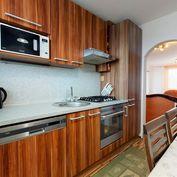 Na predaj svetlý 3izb byt s veľkou loggiou v obľúbenej lokalite- J.Slottu
