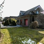 Luxusný zariadený rodinný dom s jazierkom na predaj Zvolen-Podborová