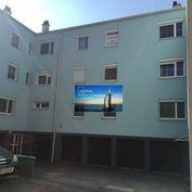 Predáme 3-izbový byt, v obci Hainburg an der Donau, s garážou pod domom.
