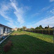 Directreal ponúka 2 rodinné domy + samostatný pozemok na predaj - výborná lokalita a výhodná investí