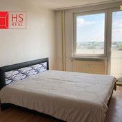 Predaj 2 izb. bytu na Nábrežnej v NZ s veľkým balkónom
