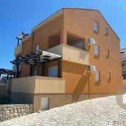PAG - Chorvátsko - Predaj apartmánového domu s 5 apartmánmi pri mori