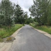 Devínska Nová Ves - pekná záhrada - pozemok 300 m2, šírka 16m