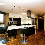 ATRAKTÍVNA PONUKA - veľkometrážny byt s rozlohou 150 m2, 2x garážové parkovanie