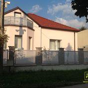 Ponúkam na dlhodobý prenájom:  - 4 izbový rodinný dom ( 150 m2 ) ktorý sa nachádza na ulici Segnáre