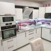 3i. zariadený byt centrum DNV, podlahové vykurovanie, MHD 3 minúty od bytu