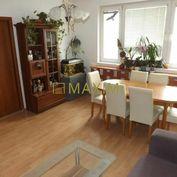 veľký 3- izbový byt orientovaný na pešiu zónu na Rajeckej ulici vo Vrakuni,
