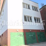 Polyfunkčná budova pri centre mesta Prievidza - výhodná cena, možnosť parkovania