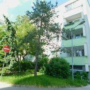 Priestranný dvojizbový byt v Dúbravke, samostatné izby, ihneď voľný, volajte 0917 346296
