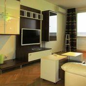 Prenájom veľký 2 izbový byt s dvoma balkónmi a klimatizáciou, Nitra