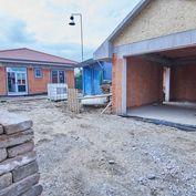 4 izbový BUNGALOV, samostatná garáž, na peknom a slnečnom pozemku o rozlohe 591 m2, Ružindol