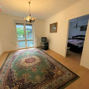 Ponúkame na prenájom čiastočne zariadený 2 izbový byt s balkónom v tehlovom dome na Kvetnej ulici (o