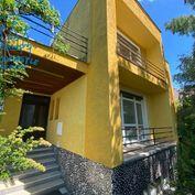 5i rodinný dom s garážou na predaj v blízkosti centra mesta v Seredi