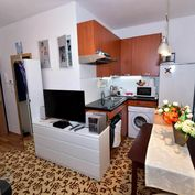 Ponúkame na predaj garsónku v zelenej lokalite, v novostavbe, na ulici Antolská v Petržalke, v BA