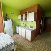 Ponúkame na predaj veľkometrážny 1-izbový byt v centre Martina o rozlohe 42 m2.