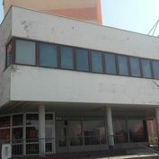 Predaj  budovy 572 m2 v Petržalke na Námestí hraničiarov