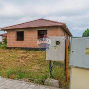 PREDAJ - Rozostavaný rodinný dom - Beckovská Vieska