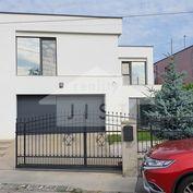 NADŠTANDARDNÝ Rodinný Dom/ 6+1, Prievidza, TOP ,,obytná plocha 300 m2/ poz. 546 m2