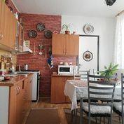 Pekný 4-izbový byt na prízemí v obci Rohožník.