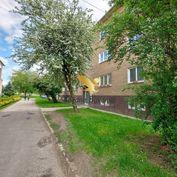 Exkluzívne na predaj 4 izbový byt na starom sídlisku v Prievidzi!