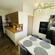 Rezervovaný - Exkluzívne APEX reality zrekonštruovaný 3i. s balkónom na Hollého ul., komora, šatník,