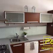 Ponúkame Vám na prenájom 3 izbový byt Bratislava-Vrakuňa, Vŕbová ul. Kompletne zrekonštruovaný a zar