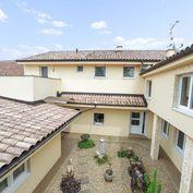 CASMAR RK ponúka na predaj Rodinný dom s bytovými jednotkami