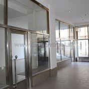 Obchodný priestor 74 m2 na prenájom v budove na Nám.SNP 15 so vstupom z Kolárskej ulice