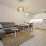 Krátkodobý nájom, 2-izb. byt ,57m2, garáž, Beskydská ulica - Staré Mesto.