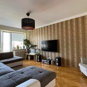 Veľký 3 izb.byt v centre mesta po kompletnej rekonštrukcii.