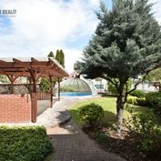 Priestranný tehlový rodinný dom, bazén, dvojgaráž,  upravená záhrada, Bratislava 2
