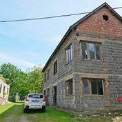 PREDAJ: Murovaná stavba – dom Hubová s pozemkom 475 m2 okres Ružomberok.