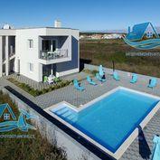 Krásný dům s bazénem v Zatonu