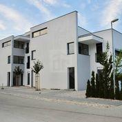 Directreal ponúka 3 izbový byt 67 m2 + 9,35 m2 balkón v novostavbe na 2.poschodí vo vyhládavanej lok