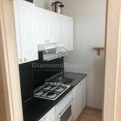 Na prenájom pekne prerobený 1 izbový byt, ulica Mozartova, Trnava, 430 €
