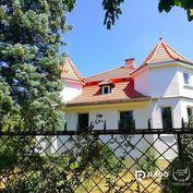 Na predaj rodinný dom ZÁMOČEK na 1020 m2 pozemku, Kráľová pri Senci