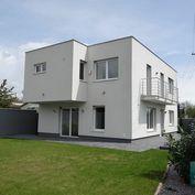 SENEC – NA PREDAJ nadštandardná novostavba rodinného domu na brehu Strieborného jazera v Senci