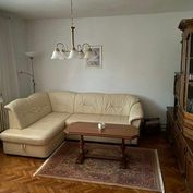 3 izb.byt s garážou v rodinnom dome na okraji Prednádražia.