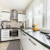 Krásny komplet zrekonštr. 3-izbový byt, 60 m2 s loggiou, ul.Výstavby