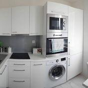 --PBS-- ++LUXUSNÝ 1.-izbový byt typu bauring o výmere 30 m2 na ulici V. Clementiosa - DRUŽBA++