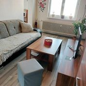 Predaj pekný trojizbový byt so zariadením a  presklenou loggiou k okamžitému nasťahovaniu v Senici.