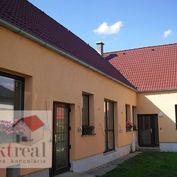 RD v centre so zast. ploch. 400m2  a s pozemkom 2300 m2 v obci Most pri Bratislave.