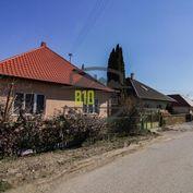Rezervované - Rodinný dom Zbehy- 14 árový  pozemok - tichá lokalita